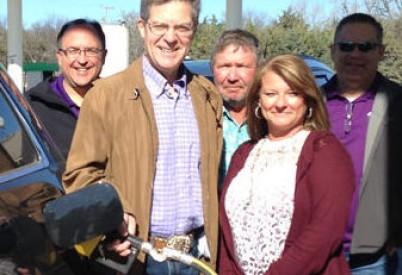 Kansas Governor Touts Higher Ethanol Blends at Garnett Station